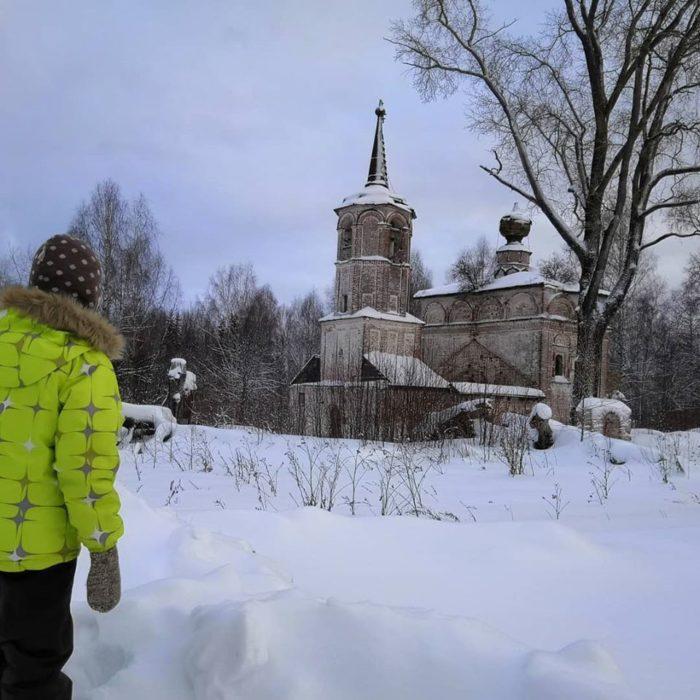 Никольская церковь, построена в 1695 году. Подойти ближе, чем стоит Альберт, проблематично