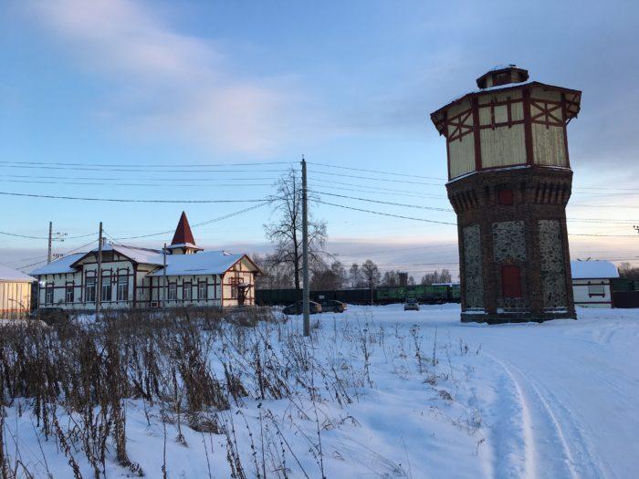 Билимбай. Водонапорная башня и здание станции