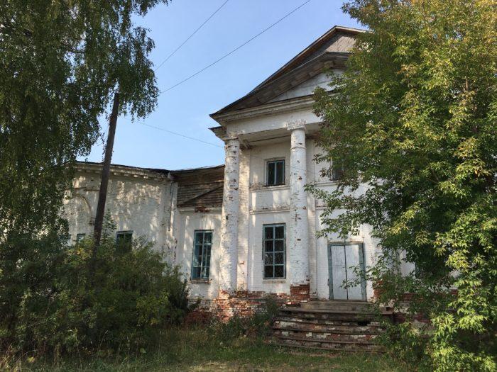 Село Калинино Пермского края. Это недействующая церковь 19 века, с которой, как водится, в 20 веке сняли купол.