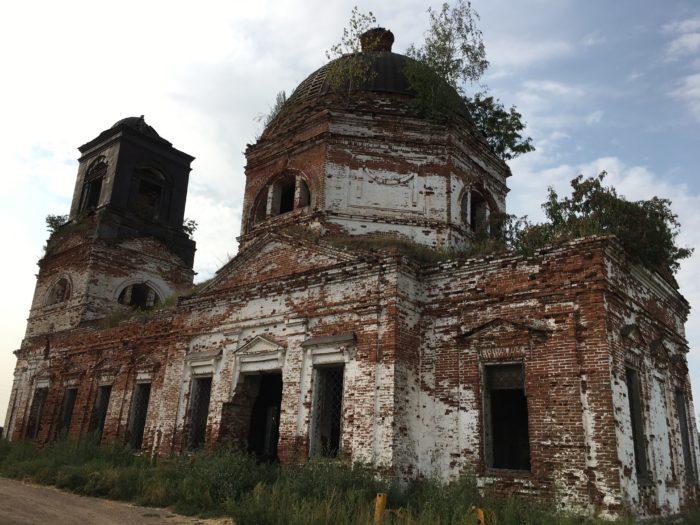 Село Калинино Пермского края. Это действующая церковь с конца 20 века, сделанная из деревянного дома